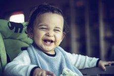 smiejace sie dziecko